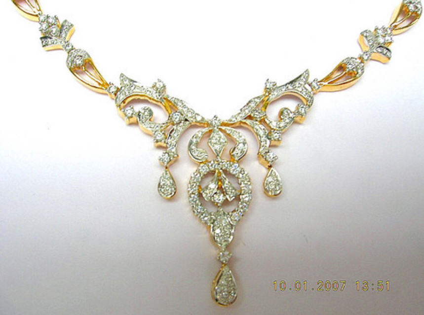 Necklaces Of Gold And Diamond Pictures