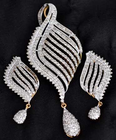Diamond pendant sets buy in meerut diamond pendant sets aloadofball Image collections