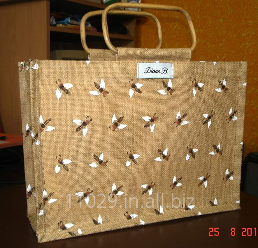 Small size bee print natural color jute bag with cane handle