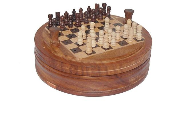 Mini Chess Set with Easy Disposal Mechanism of Defeated Pieces for Travel Convenience