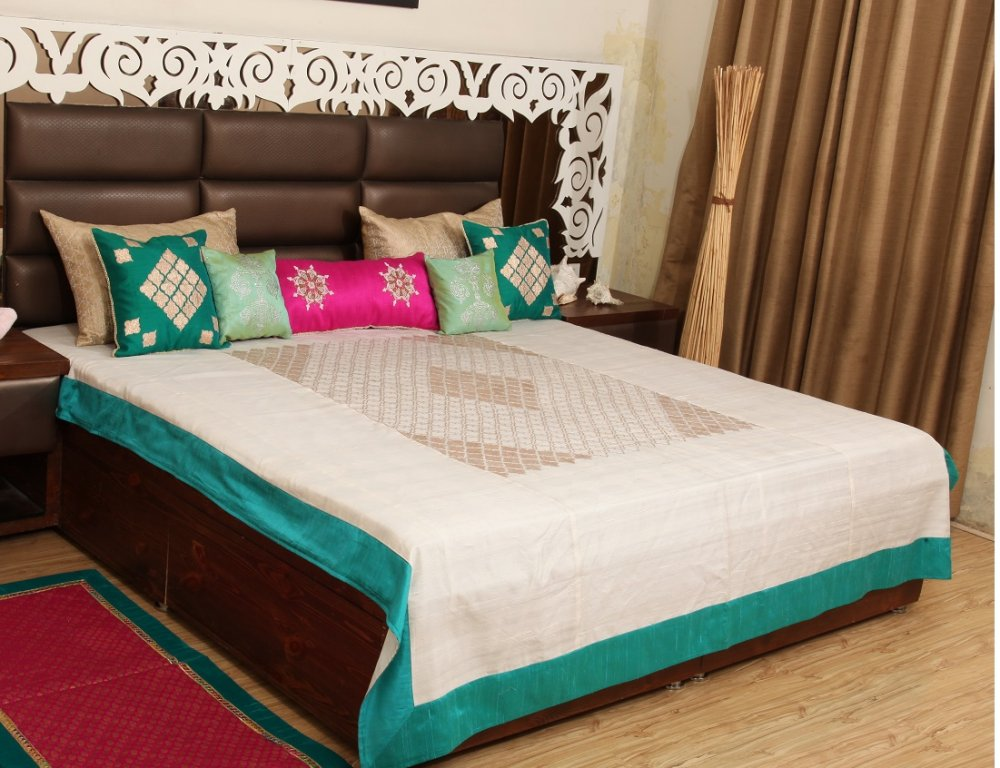 Buy Gotta work Raw silk bed cover with cushions