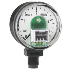 Bourdon tube pressure gauge with electrical output