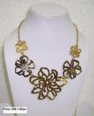 Flower Cut Necklace
