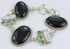 Black Onyx, Peridot & Biwa Bracelet