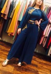 Синий цвет платье с длинным жакетом и открытой
