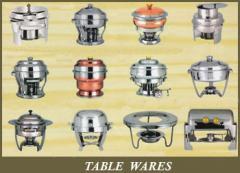Vajilla, cubiertos, batería de cocina y de mesa