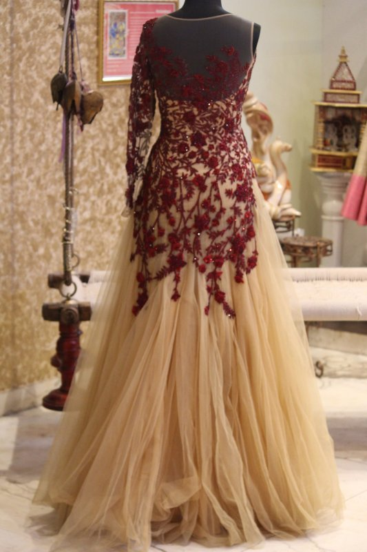 maroon_embroidery_with_off_white_gown
