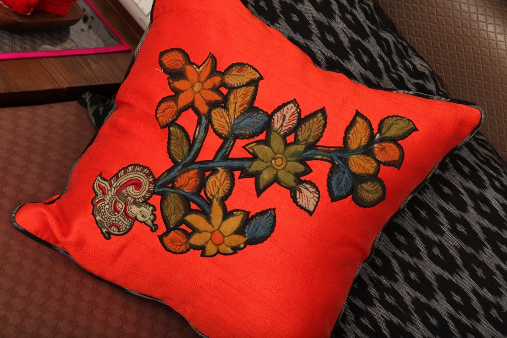 kalamkari_throw_hand_embroidery_cushions