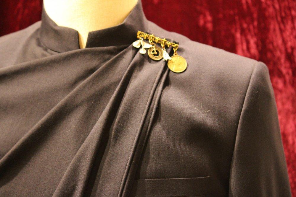 beige_color_stitch_drape_mid_length_jacket