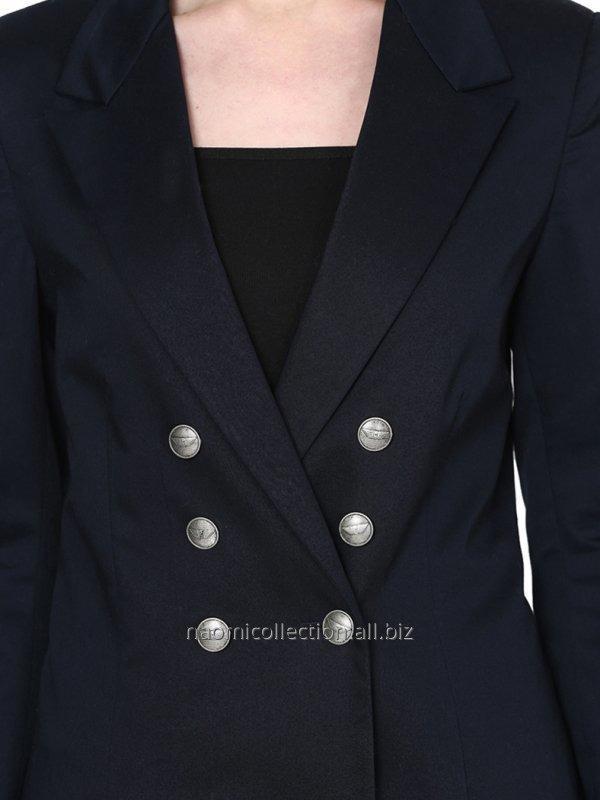 formal_button_show_blazer