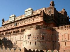 Tourism and rest - Forts and palaces
