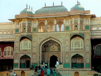 Domestic cultural tourism